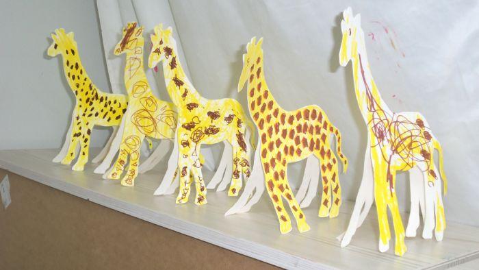 5-giraffes-peaceful-frogs